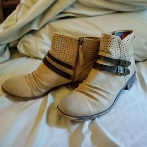 NWOT Buckle ankle booties